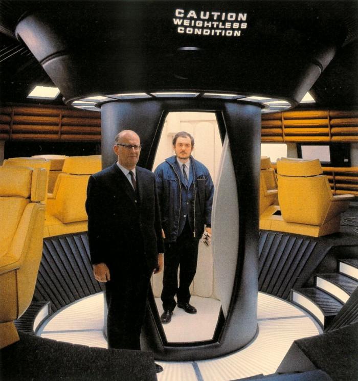 Arthur C. Clarke und Stanley Kubrick auf dem Set von 2001: Odyssee im Weltraum