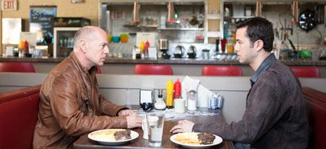 Filmkritik: »Looper« (2012) – In der Science Fiction ist die Zeit grausam