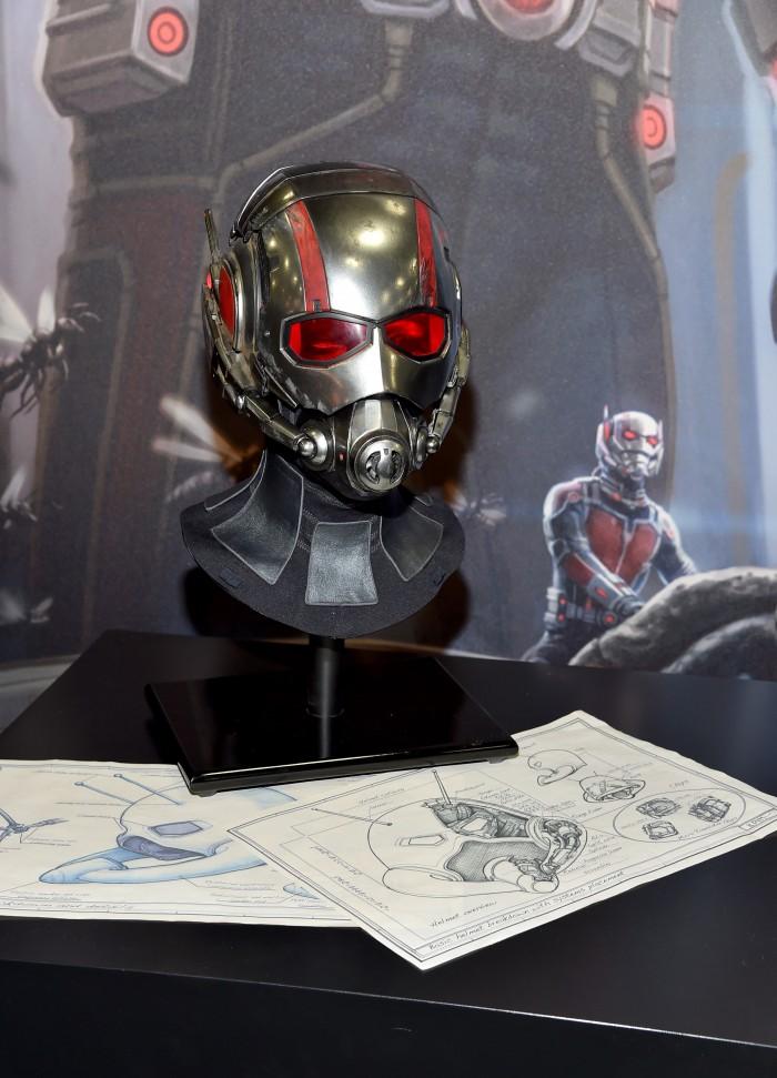 Ein Blick auf den Ant-Man-Helm und zahlreiche Produktionsskizzen  (Photo by Alberto E. Rodriguez/Getty Images for Disney)
