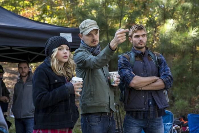 Dreharbeiten mit Chloë Grace Moretz (links), Regisseur J Blakeson (Mitte), Alex Roe (rechts)