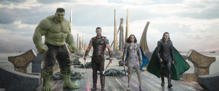 Filmkritik: »Thor: Tag der Entscheidung« | »Thor: Ragnarök« (2017) – In Asgard ist der Einäugige König